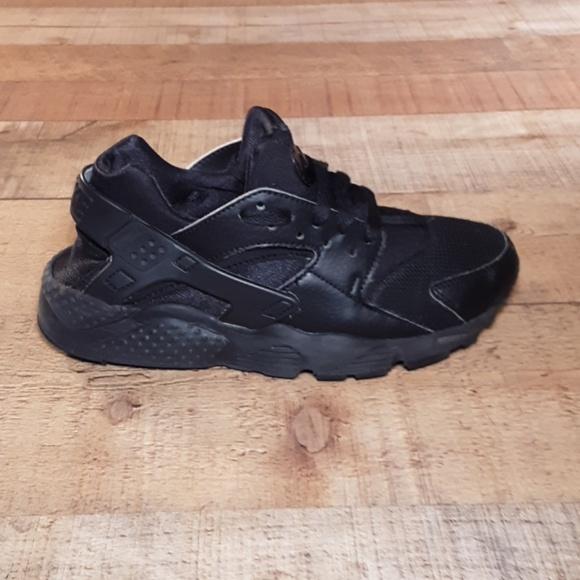 Nike Huarache All Black Sneakers Size